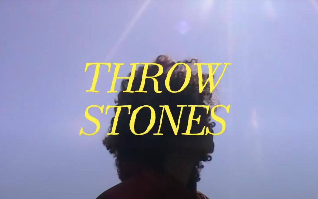 Nana Adjoanous dévoile aujourd'hui une lyrics vidéo pour  son titreThrow Stones
